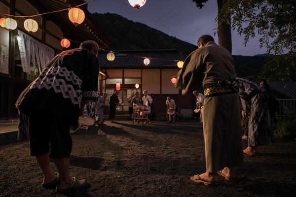 「有東木の盆踊り」  林 久雄