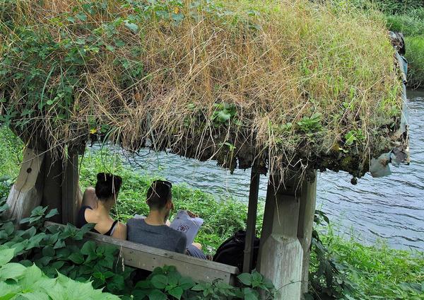「川辺の二人」 竹之内範明