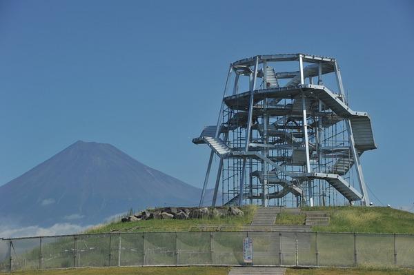 「津波避難台」  富士市田子の浦公園