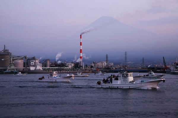 「不漁続く、しらす漁」  高根 美奈夫