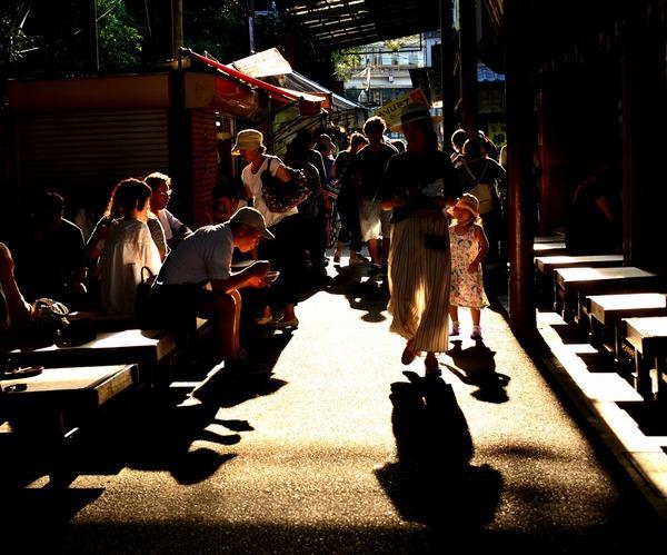 「夕陽の裏町街道」  綾木 恵子