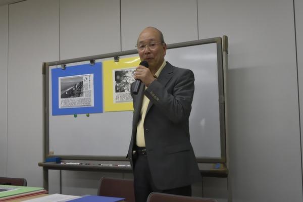 講演する富永氏