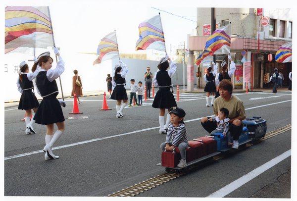 「パレードを見る」  佐野 廣