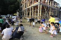 <静岡の今> 「キャーお餅だー」  高山申二