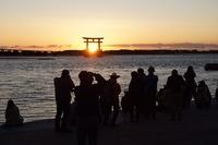 < 静岡の今> 「夕暮れの湖畔」  辻村 友博
